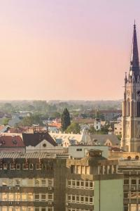 Novi Sad, campanario de la iglesia de Santa María, Serbia
