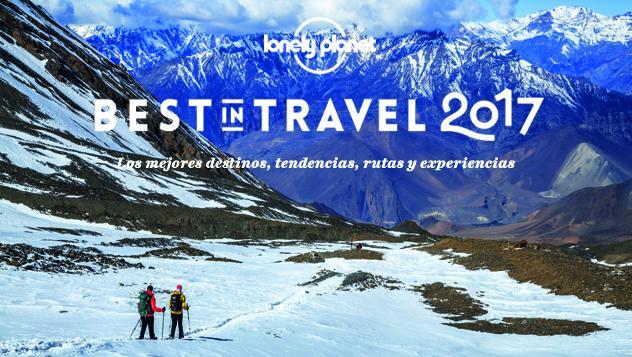 Nepal: montañeros descendiendo desde el nepalí Thorung La, el pase de montaña más alto del mundo, Nepal