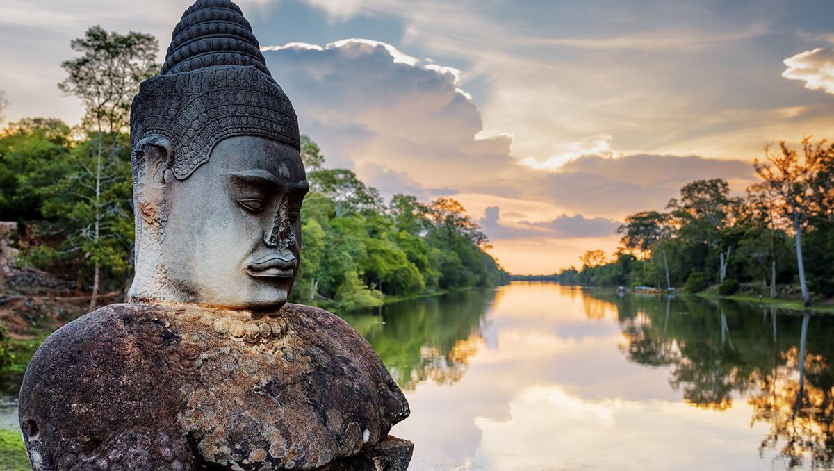 Asura cerca de la Puerta Sur del templo Angkor Thom, Angkor, Siem Reap, Camboya