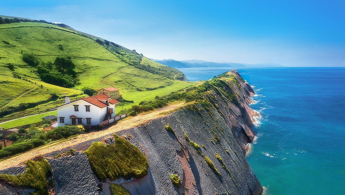Vacaciones de proximidad: viajar a Zumaia, Guipúzcoa, País Vasco, España