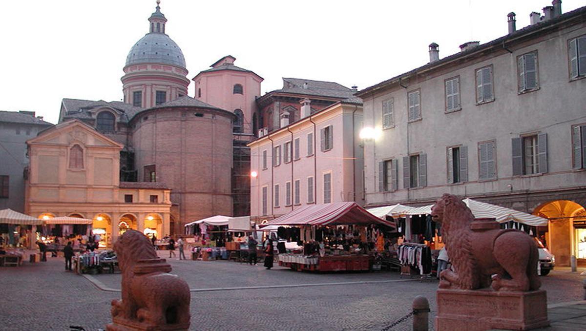 Piazza San Prospero de Reggio Emilia, Italia