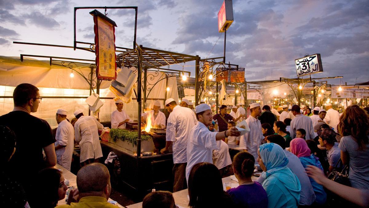 Puestos de comida en la plaza Yamaa el Fna, Marrakech, Marruecos
