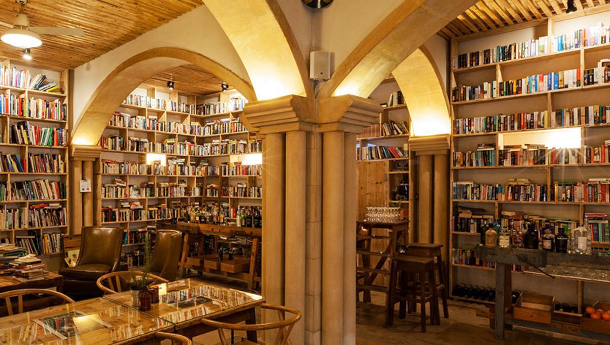 The Literary Man, Óbidos, Portugal