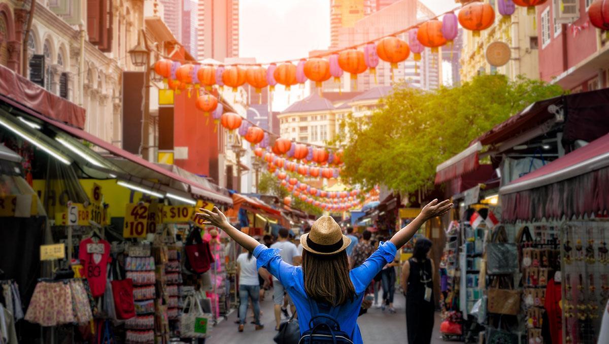 Una turista en Chinatown, en el centro de Singapur