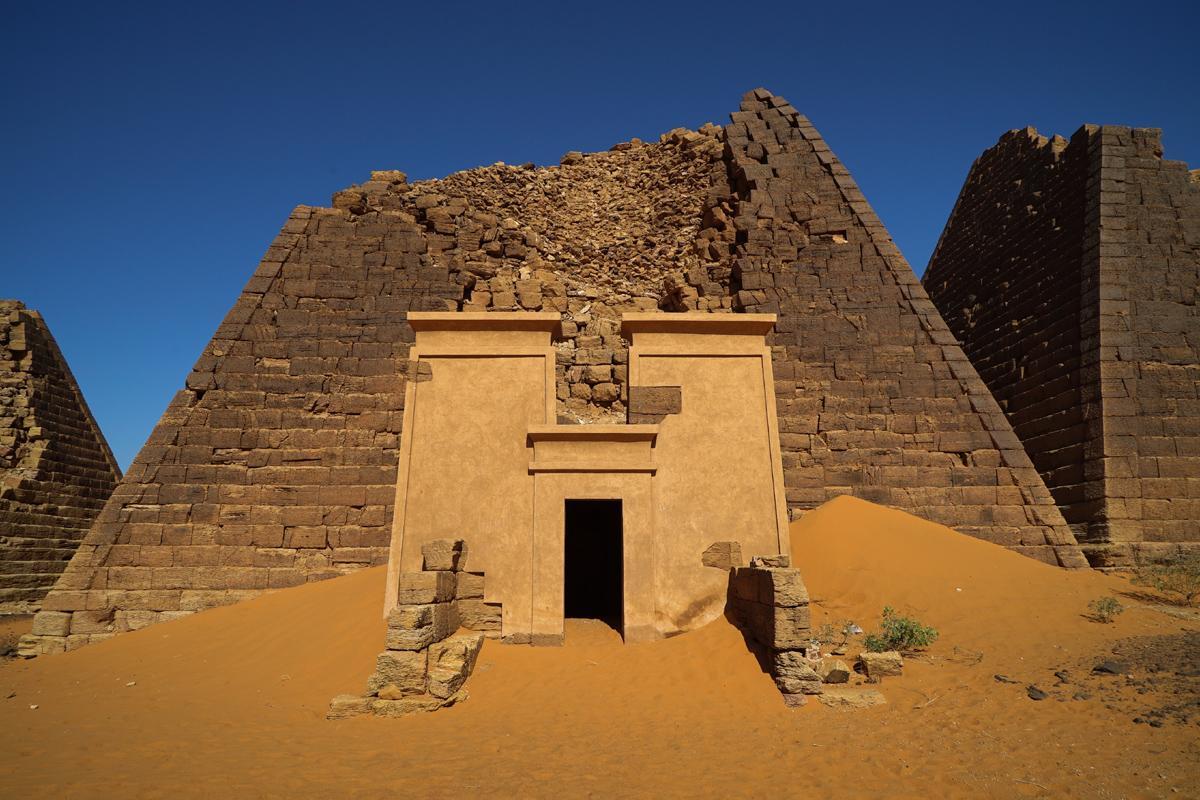 Pirámides Meroe, Begrawiya, Sudán