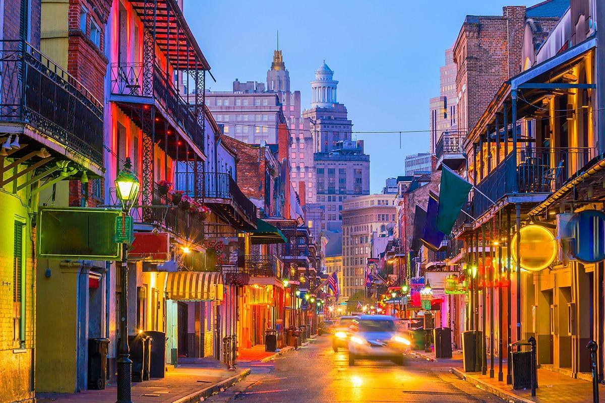 Barrio francés de noche, Nueva Orleans, costa este de EEUU