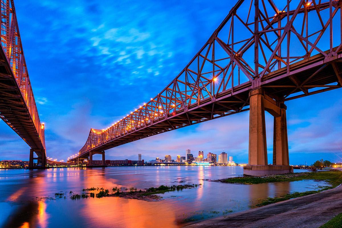 'Skyline' de Nueva Orleans desde el río Misisipi, costa este de EEUU