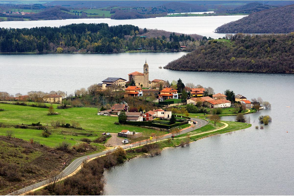 Emblase de Ulibarri Gamboa, Álava, País Vasco, España