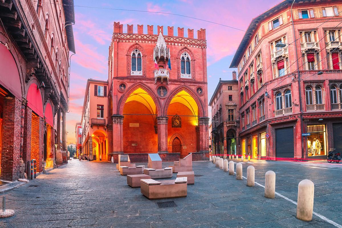 Palazzo della Mercanzia, Bolonia, Italia
