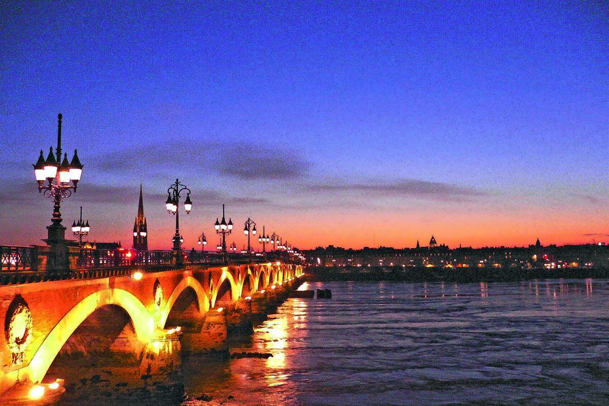 El puente de piedra de noche, Burdeos