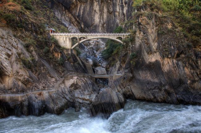 Garganta del Salto del Tigre, China