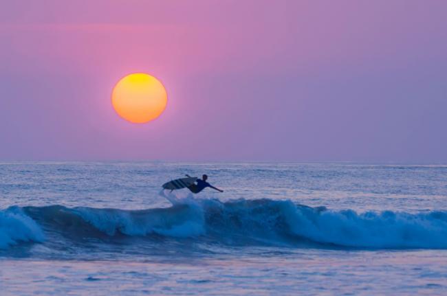 Surf en Playa El Carmen, entre Mal País y Santa Teresa, Costa Rica