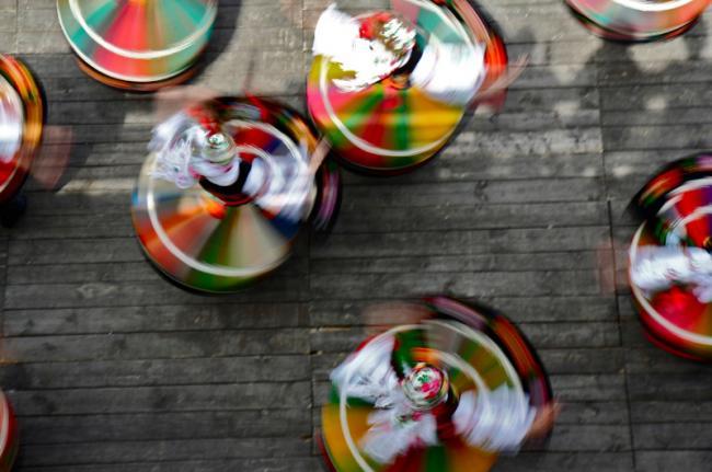 Danzas en Hollókő, Hungría