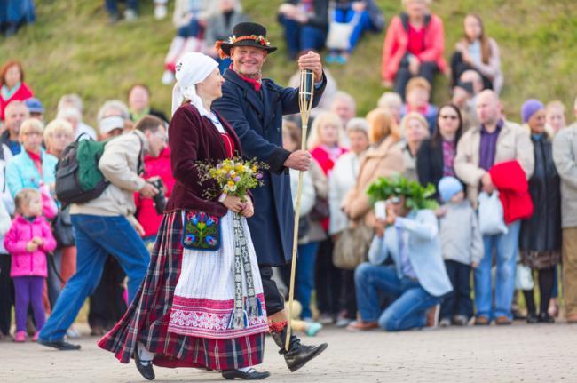 Celebración del solsticio de verano en Klaipéda, Lituania