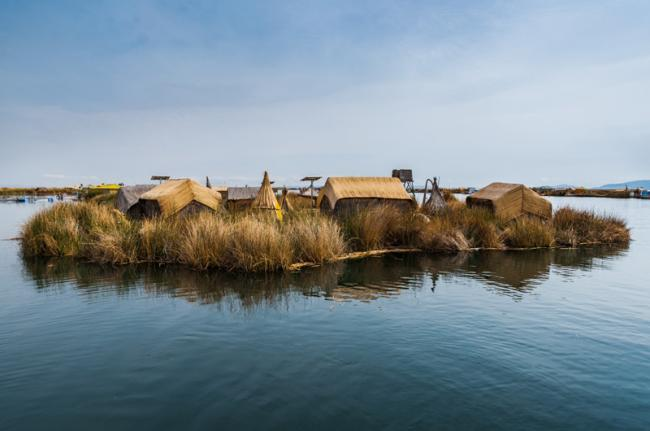Islas flotantes de totora, lago Titicaca, Perú