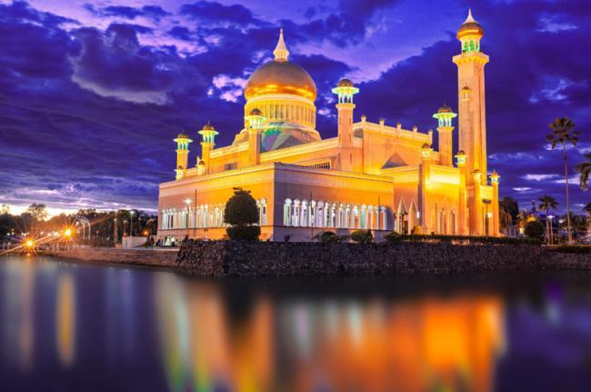 Mezquita de Omar Alí Saifuddien, Brunéi
