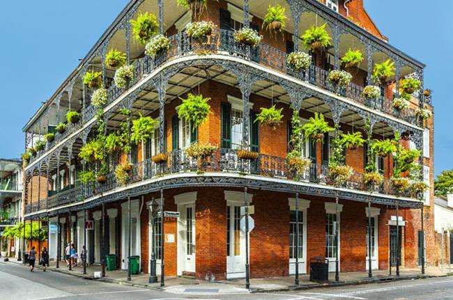La bulliciosa calle del Barrio Francés, Nueva Orleans, costa este de EEUU