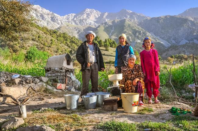 Familia en Arslanbob, Kirguistán