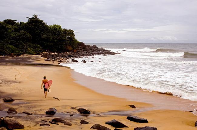 Playa en Robertsport, Liberia