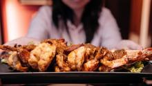 Langostinos fritos, gastronomía de Singapur