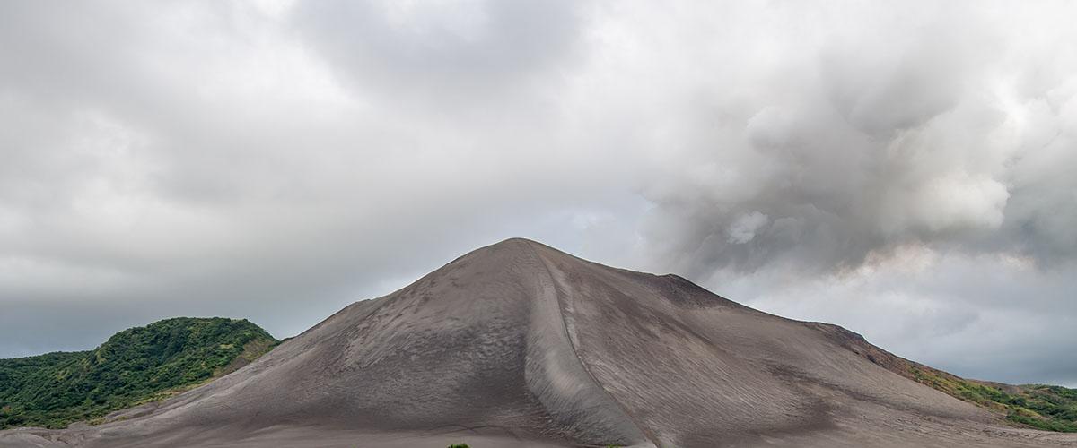El Monte Yasur, volcán de la isla de Tanna, Vanuatu